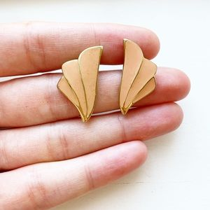 Vintage gold & pink-beige shell stud earrings